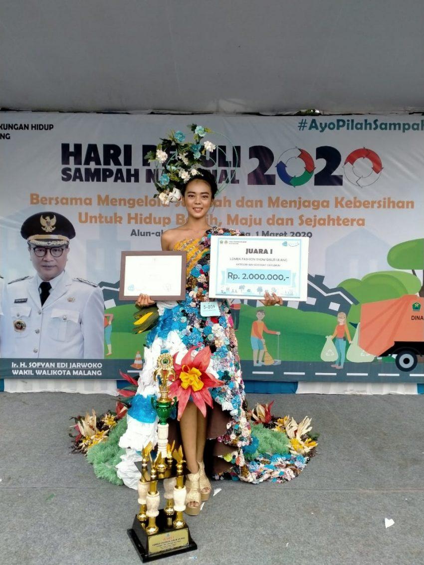 SMKN 7 Malang Juara 1 Fashion Show di Hari Peduli Sampah Nasional